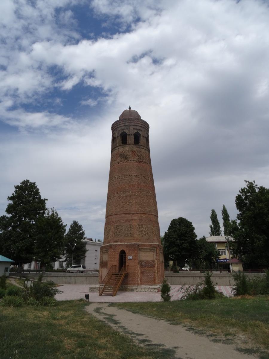 The minaret at Uzgen
